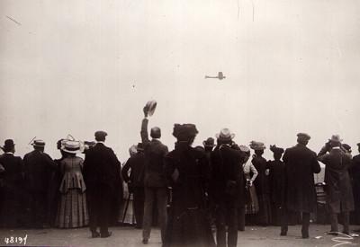 L'aviation au début du XXesiècle: une collection de 110 photographies originales.
