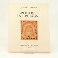 Broderies en Bretagne chez les Bigoudens. Illustré par Mathurin Méheut.
