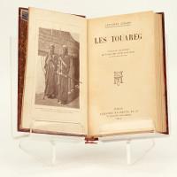 Les Touareg (sic). Ouvrage illustré de 44 gravures tirées hors texte et d'une carte en noir.